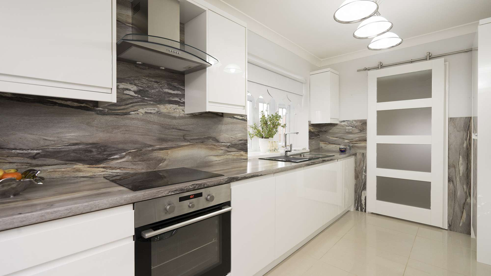 Close up view of the granite style veined backsplash.